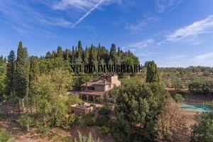 Vendita casale tipico toscano con piscina e parco a Lucignano, Arezzo, Toscana